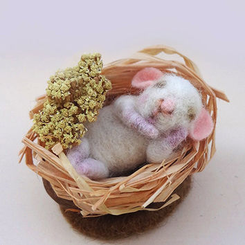 Needle Felt mouse, Miniature Animal, Sleeping Baby Mouse, Needle Felt art doll, Natural gift, Eco-Friendly, Felt mice, Needle felted animal