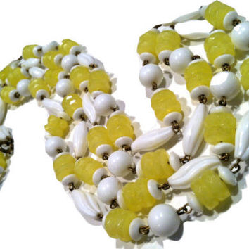 YELLOW White Plastic Beads Chain Link Lemon Pie Necklace Authentic 1930s Vintage