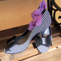 Vintage Black and White Stripes & a Black Bow~ Gianni Bini Peep Toe Ladies Pumps - Size 7M