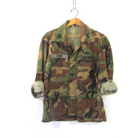 Vintage men's military camoflauge army Armed Forces shirt jacket camo coat with Parachutist and Helicopter patch // size Medium