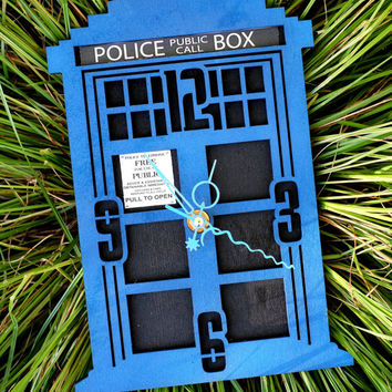 Tardis (dr. Who) wooden wall clock II