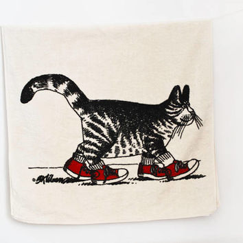 Vintage Kilban Cat Bath Towel, 1980s Tabby in Red Shoes Print Cotton Polyester Blend, Bathroom Decor