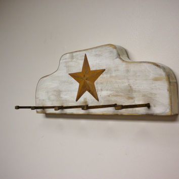 Rusty Nail Peg Rack, Primitive Country Decor, Farmhouse Style, Early American Colonial Accent