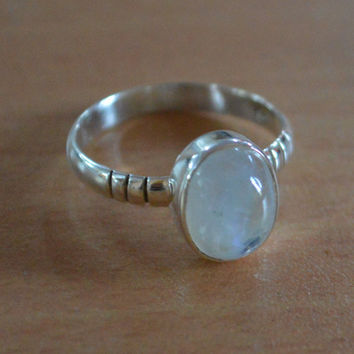 Silver Moonstone Ring,Sterling Silver,Round Shaped Cabochon,Blue MoonstoneGemstone Jewelry,stone ring, Gypsy,Sterling Ring Size 5 6 7 8 9 10