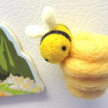 Beehive and Bee Fridge Magnet, Needle felted bee, Felt bee magnet, Bumble bee, Fun magnets, Felt magnet, Animal magnet, Refrigerator magnet