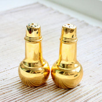 Vintage Gold Salt And Pepper Shakers From International Silver Company / Gold Shakers / Housewarming Gifts / Dinnerware