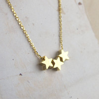 trio star necklace in gold