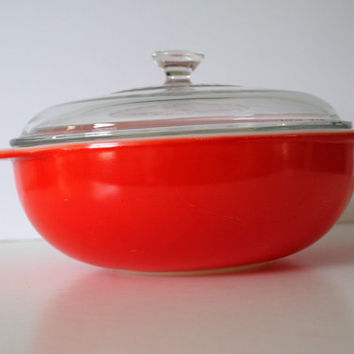PYREX 024 Red 2 Quart Casserole With Lid - (#500.60)