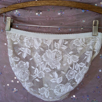 Vintage Panties Victoria's Secret English Rose Lace  Bikini panty L Large Cream Bride Wedding