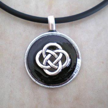 Celtic Knot Necklace: Black - Mens Jewelry - Celtic Jewelry - Mens Necklace - Celtic Necklace - Unique Jewelry - Washer Jewelry - Mens Gift