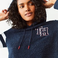 Tommy Hilfiger X UO Marshmallow Cropped Hoodie Sweatshirt | Urban Outfitters