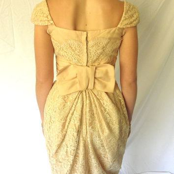 STUNNING 1950s Lace Couture Hourglass Dress Pale Peach Silk Taffeta Wedding Prom Formal Big Bow Vintage Cap Sleeves