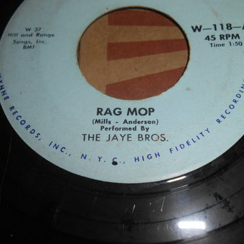Vintage 45 Vinyl Record  The Jaye Bros - Rag Mop - The Old Two Beat - 1958 Vinyl 45