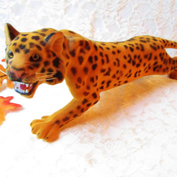 Big Stalking Flocked Leopard Figurine Vintage Big Jungle Cat Animal Figure Toy Doll Hong Kong Realistic Collectible Home Decor Christmas