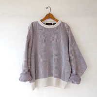 vintage boyfriend sweater. oversized sweater. white & purple printed pullover.