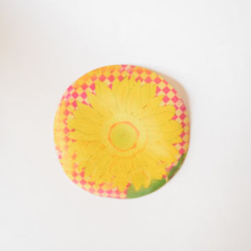 90s Lenticular Yellow Round Sunflower Patch // Holographic Optical Illusion, Psychedelic Acid Rock, Soft Grunge Seapunk Style