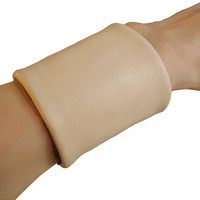 Essential basic 3 wide lambskin cuff, nude