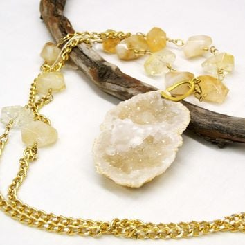 Quartz drusy pendant and citrine gemstone necklace, quartz geode, yellow necklace, citrine, semiprecious gemstone, gem stone