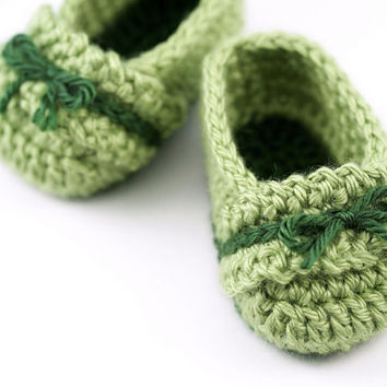 Ruffle Crochet Baby Ballet Slippers // Green Baby Girl Booties // Newborn Size
