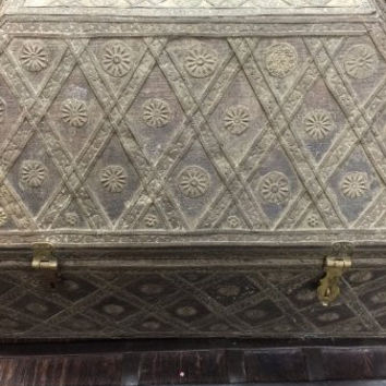 Trunk Intricate Hand Carving Wooden Chest Brass Lattice , Vintage Rustic 18c