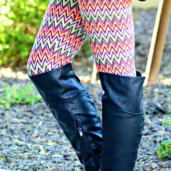COLOR ART CHEVRON LEGGINGS - ONE