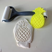 Hawaiian Pineapple Cutter - Perfect for Hawaii Luau Party Occasions - Playdough Cutter Cookie Cutter