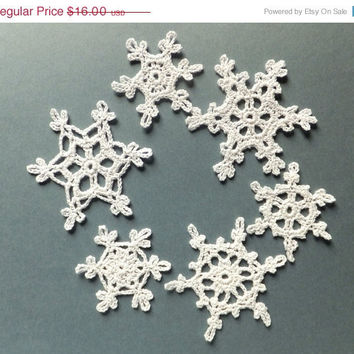 CIJ SALE Handmade holiday ornaments, crocheted snowflakes, Christmas tree decorations, white applique /set of 6/