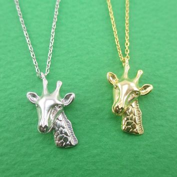 3D Detailed Miniature Giraffe Shaped Pendant Necklace
