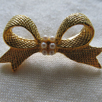 Faux Pearl Bow Pin