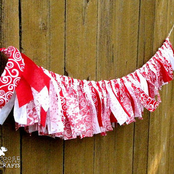 Country Christmas rag garland, rustic christmas, redandwhite, country mantle decoration, winter photo prop, swag, shabby chic, snowflakes