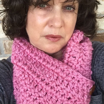Chunky Pink Crochet Infinity Scarf, Breast Cancer Cowl, Chunky Crochet Cowl, Chunky Pink Infinity Cowl, Outlander Cowl, Pink Cowl w/ Buttons