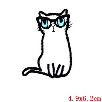 Cute Retro Glasses White Cartoon Punk Cat Iron On Embroidered Patch 1 Pc