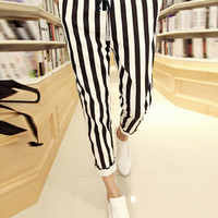 Vertical Stripe Print Drawstring Waist Cropped Pants