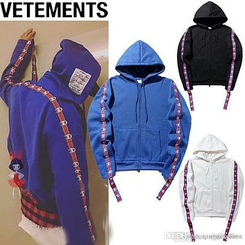 New VETEMENTS Loves Hip Hop Hooded Hoodie Oversize Wandering Embroidered Men Women Plus Cashmere Loose Black White Blue Hoodie M-2XL