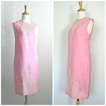 1960s Pink Beaded Dress / 60s dress / shift dress / sheath dress / aldens / linen dress / pink dress / spring summer fashion / small medium