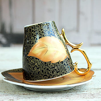 This is a lovely vintage Germany collectable gold tea cup and saucer set. In very good vintage