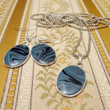 Stone patterned polymer clay blue and black by NellinShoppi