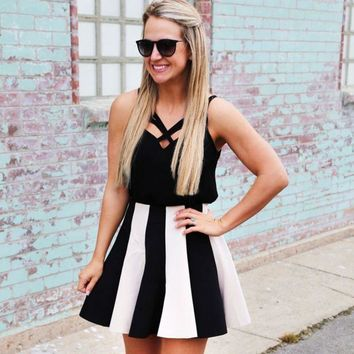 ONETOW Black and white stripe splicing condole strapless dress