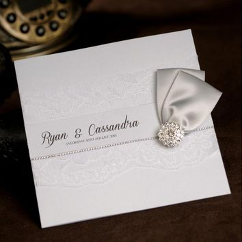 Classic Lace Wedding Invitations Card With Silver Buckle Elegant Birthday Invitations Party Invites With RSVP and Envelope NK180