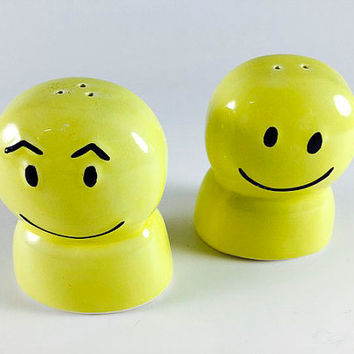 Vintage Happy Face Salt And Pepper Shakers Retro Yellow Smiley Face 1960 1970 Kitsch Kitschy Kitchen Decor
