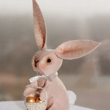 Little rabbit Easter bunny Easter gold eggs shopcart, felt decoration plushie, beige felt bunny, for the home, for her, gifts ideas, spring