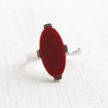 Vintage Faux Carnelian Stone Ring - Hallmarked Sarah Coventry 1970s Silver Tone Adjustable Maroon Lucite Mod Continental Costume Jewelry