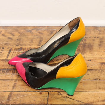 colorbock wedge heels // neon black leather // vintage 80s // high pointed toe // colored heel // graphic geometric // 8.5