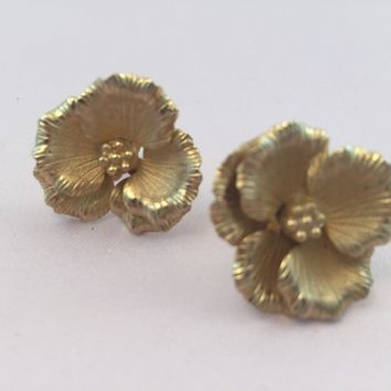 Vintage Gold Flower Earrings - Vintage Gold Earrings - Circa 1950 -  For Her - Mom  - Bridesmaid  - Costume Jewelry - Retro earrings