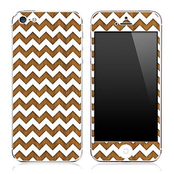 Wood under White Chevron Pattern Skin for the iPhone 3, 4/4s or 5