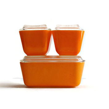 PYREX 3 Orange Refrigerator Dishes with Lids - (#500.86)