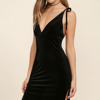 Run the Night Black Velvet Bodycon Dress