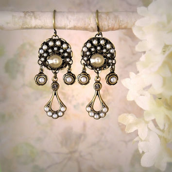 Eclipse, Delicate Pearl Earrings Gatsby Wedding Art Deco Wedding Gray Crystal Earrings Edwardian Earrings Romantic Bohemian Bride Bridesmaid