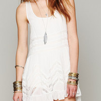 White Lace Insert Ruffled Asymmetric Hem Dress
