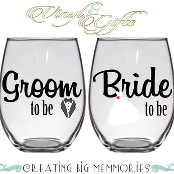 Pair (2) Personalized Stemless Wine Glasses Stemless - Bride and Groom wine Glasses - Glass Personalized with Vinyl